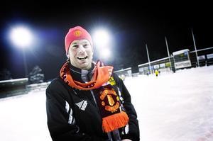 Brobergs tränare Svenne Olsson gillar rött och gult.