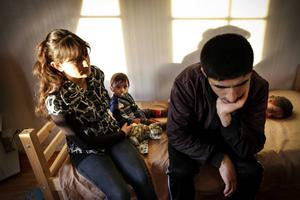 Testad via telefon. För drygt ett år sedan kom Leyla Ibrahim och Ammer Beshir till Sverige. De erbjöds att göra en språkanalys på telefon. Deras röster skulle komma att avgöra deras framtid.