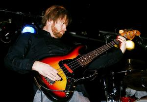 Basisten Gustav Hielm fick, liksom de övriga två bandmedlemmarna, möljighet att spela ut sitt register.