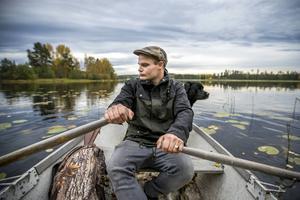 Att ro ut med båten på Norrsjön ger Joakim Guvelius en nästan meditativ känsla.