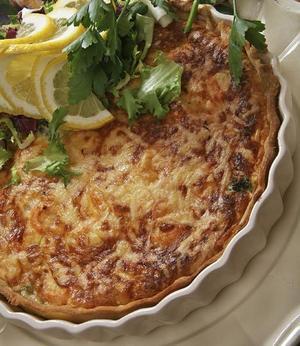 Det räcker inte med bara kräftor, rostat bröd och ost. Komplettera gärna med en paj med fyllning av skaldjur eller svamp.