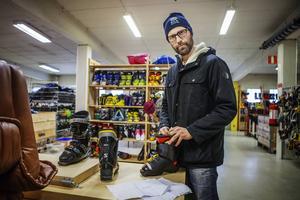 Sportlovet närmar sig. Många handlar utrustning på Fyndlagret för att inte behöva göra av med en mindre förmögenhet. Svenne Hedlund ska åka till Sälen under Sportlovet och var på jakt efter ett par pjäxor till yngsta sonen.