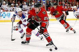 Matt Carey väntar fortfarande på arbetstillstånd som hockeyspelare.