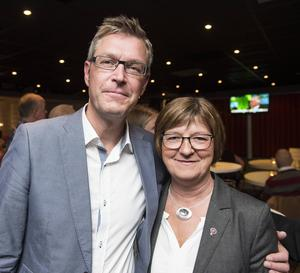 Erik Lövgren, med petade landstingsrådet Elisabeth Strömqvist.