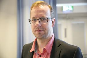 Håge Persson (M) vill riva upp