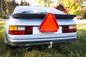 En LGF-skylt, som varnar för långsamtgående fordon, är ett krav för A-traktorer.