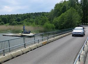Den nya bron blir både bredare och längre än dagens bro (10 mot 7,8 meter bred och 151 mot 132 meter lång).