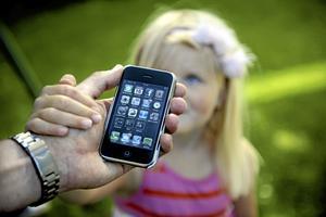 Goda exempel. Det faktum att roamingavgifterna är på väg att fasas ut visar konkret hur man genom EU-samarbetet gemensamt kan åstadkomma positiva utfall som Europas konsumenter kan dra nytta av., skriver Olle Ludvigsson (S). Arkivfoto: Erik Mårtensson /TT