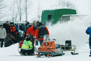 Jubel i depån blev det när Mobacken racing team fick fart på sin spark