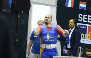 I sista försöket fick Svensson allt att stämma och tog nytt personligt rekord med vikten 367,5 kilo.