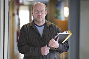 Stefan Löfberg är chef på Gävle-polisens utredningsrotel. Han förstår att många studenter nappar på lockande annonser – men ibland ligger bedragare bakom annonserna.
