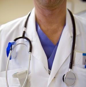 Se till att lärare, läkare och andra i samhällets tjänst får en mindre administrativ börda, skriver Robert Björkenwall.