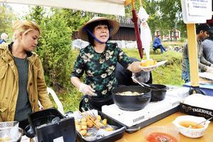 Nitaya Pokpool och Mai Önander lagade mat från Vietnam .
