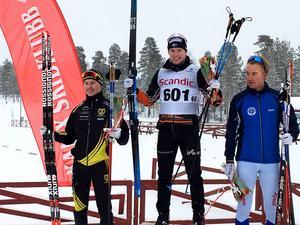 Hugo Jacobsson överst på pallen och Alexander Karlsson på bronsplats efter H19-20:s sprintfinal.