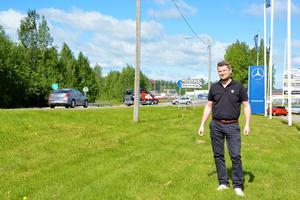 Bilsäljaren Christian Hellberg välkomnar förslaget med sänkt hastighet på E14 i Nacksta.