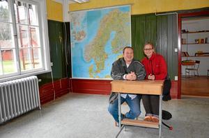 Här ska det bli skola. Igen. I detta gamla klassrum ska Felicitas Nowak och Jeroen Dekkers driva sin språkskola för immigranter från Holland och Tyskland.