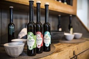 Direktimporterad olivolja från Kroatien är en av produkterna som säljs i butiken.