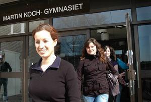 Nutidsorienterade. Frida Lindström och hennes lagkamrater från samhällsprogrammet på Martin Koch gymnasiet lämnade glada skolan på onsdagen. De fick beskedet om att de vunnit ett tusen kronor var som fjärdepristagare i TCO:s riksomfattande nutidsorientering. Över 10 000 deltog i tävlingen.
