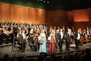Gävle symfoniorkester med två körer och fyra solister bjöd på en mäktig premiär då man framförde Beethovens nionde symfoni.