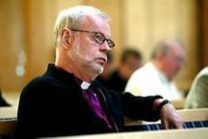 Foto: ANNAKARIN BJÖRNSTRÖM Debatterande biskop. Ärkebiskop KG Hammar debatterade bilder av Jesus i Betlehemskyrkan i Gävle i går.