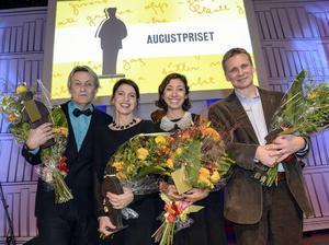 Kristina Sandberg tillsammans med övriga Augustprisvinnare: Lars Lerin (faktaboksklassen), Matilde Villegas Bengtsson (Lilla Augustpriset) och Jakob Wegelius (barn- och ungdomsboksklassen).