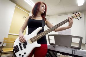 Amanda Svärd och hennes klasskompisar har letat låtar och övat sedan i september.