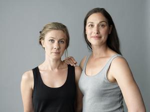 Helena Gezelius och Harleen Kalkat spelar