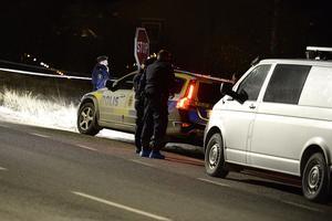 Polisen misstänkte tidigt mord efter det att en död man hittats intill vägkanten vid E14 i Stöde.