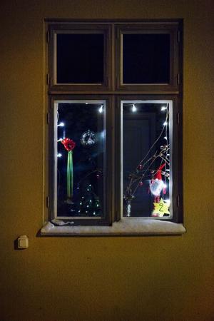Sara Johansson har vigt ett av hennes fönster till det nya promenadstråket.