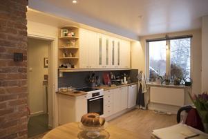 När huset byggdes bodde barnflickan i ett litet rum innanför köket. Under renoveringen togs den väggen bort så köket blev lite större.