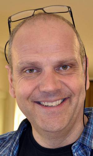 Mats Sandelius står för regi och har skrivit manus tillsammans med Elin Sandelius.