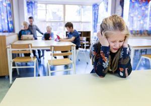 Enligt officiell statistik missar mer än var femte elev de lägsta kunskapskraven redan i årskurs 6. Dessa elever har rätt att få särskilt stöd, för att få åtminstone godkänt i alla ämnen. Det är ett centralt uppdrag för grundskolan. Trots detta lagkrav så ger Örebro i dag enbart 60 procent av dessa elever särskilt stöd under högstadiet .
