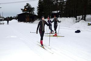 Emelie Ulander Gille och hennes mamma Helene hade turen att träffa Johan och Anna Olsson på Södra berget när ST skulle ta bilder.