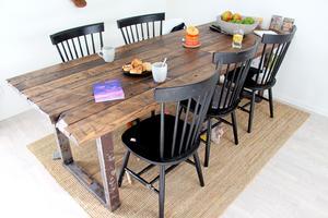 Matbord från lokala OR-design i Hille av återbrukat material.