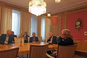 Ledande tjänstemän och politiker i byggnadsnämnden höll frågestund i Röda rummet i stadshuset.