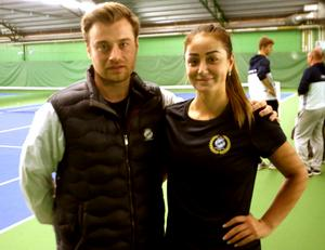 Eric Johansson, klubbchef i Örebro TK, tillsammans med Susanne Celik hemma i Backahallen.