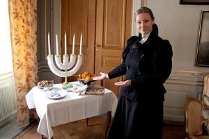 Bordet med godsaker var viktigt, där stod skålar med sockerspån, nötter, nougat och apelsiner.