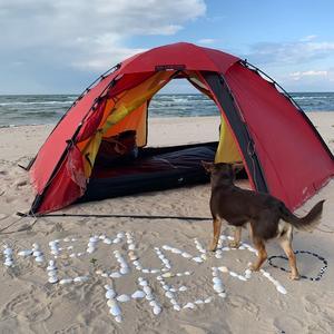 Bild: @linahallebratt Lina Hallebratt har spenderat över 1200 nätter i tält. I somras var första gången som hon utsattes  för ett brott.