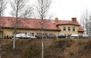 Foto: Fredric GustafssonFlera bilar stod på parkeringen uppe vid Saxdalens Folkets hus.