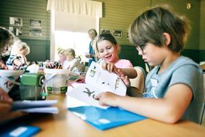 Tolv barn anslöt sig till Östängs småskola för att studera älvdalska under sommarlovet.