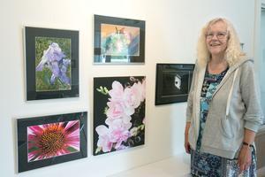 Ingela Nilsson visar fotografier på höstsalongen i Godsmagasinet.