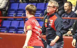 Coachen Fredrik Lundquist hade hade lätt att hålla sig för skratt efter förlusten mot Rekord. Här tillsammans med Per Sandström.