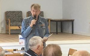 Yngve Persson berättade om utvecklingen i Älvros. Foto: Dan Wiklund