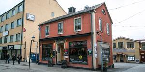 Tvåvåningshuset vid Mårtens torg i Östersund kommer att vara kvar.