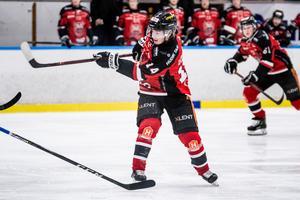 Simon Lövgren i HHC-tröjan förra säsongen, nu spelar han i Östersunds IK.