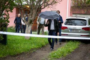 Rätten togs till bostaden där mordet misstänks skett.