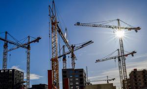 Det har varit för lätt att fuska i byggbranschen, skriver Catharina Elmsäter-Svärd och Berndt Jonsson. Nu ska bland annat kontrollen av de personer som får så kallade ID06-korten skärpas. Bild: Jonas Ekströmer/TT
