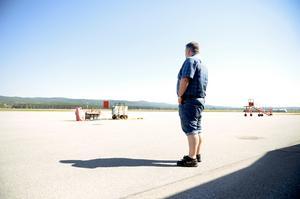 I nuläget vet ingen när något plan kommer att landa på High coast airport nästa gång. Flygpolatschef Per Enroth kan bara hoppas att man hittar en lösning ganska snabbt.