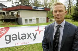 Marko Friman är chef för nystartade Galaxy i Sörby. Förskolan är det första steget som ska följas av både grundskola och gymnasium.