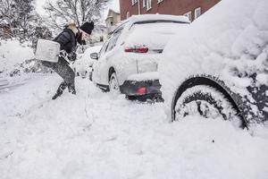När det kommer mycket snö hinns inte alltid röjningen med. Arkivfoto.